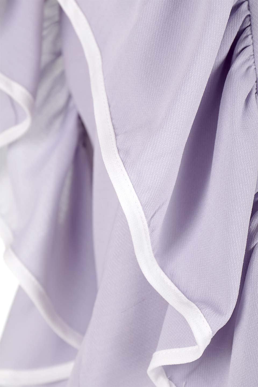 PipingDetailFrilledBlouseパイピング・フリルブラウス大人カジュアルに最適な海外ファッションのothers(その他インポートアイテム)のトップスやシャツ・ブラウス。ダブルジョーゼットの生地を使用したボリュームフリルのノースリーブブラウス。着心地の良いソフトア肌触りとフリルについたパイピングがポイントのブラウス。/main-15