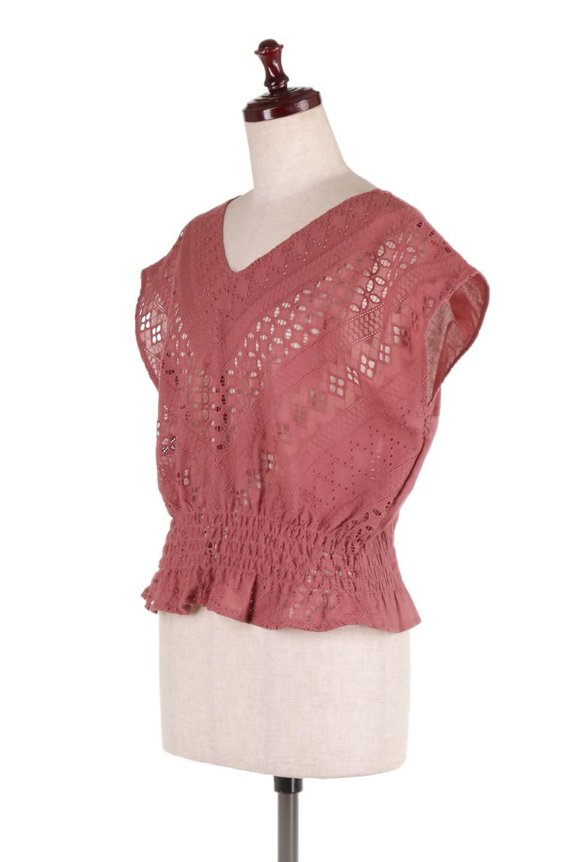 EyeletlaceBlouseアイレットレースブラウス大人カジュアルに最適な海外ファッションのothers(その他インポートアイテム)のトップスやシャツ・ブラウス。アイレットレースでデザインしたノースリーブブラウス。Vゾーンから広がるアイレットレースが可愛いアイテムです。/main-11