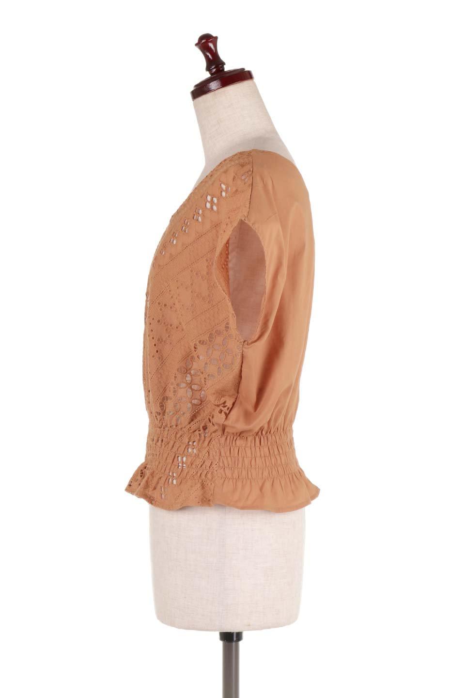 EyeletlaceBlouseアイレットレースブラウス大人カジュアルに最適な海外ファッションのothers(その他インポートアイテム)のトップスやシャツ・ブラウス。アイレットレースでデザインしたノースリーブブラウス。Vゾーンから広がるアイレットレースが可愛いアイテムです。/main-7