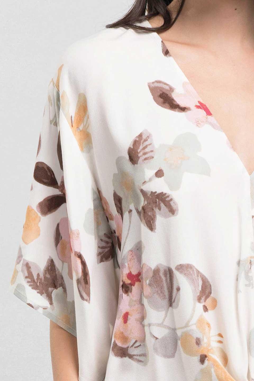 LOVESTITCHのNemaTopボタニカルプリント・ドルマンブラウス/海外ファッションが好きな大人カジュアルのためのLOVESTITCH(ラブステッチ)のトップスやシャツ・ブラウス。優しい配色のボタニカルプリントが涼しげなドルマンスリーブの半袖ブラウス。とにかく重宝するラブステッチのブラウス。/main-13
