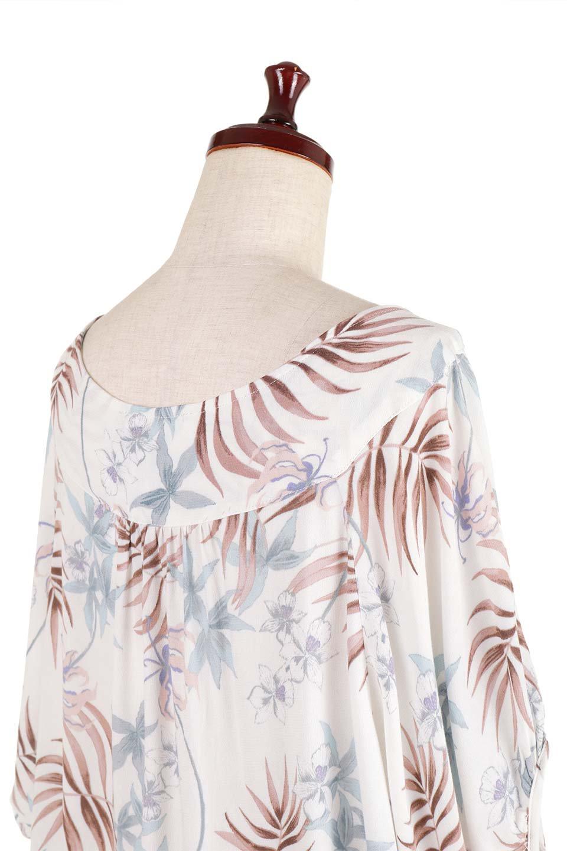 LOVESTITCHのNemaTopボタニカルプリント・ドルマンブラウス/海外ファッションが好きな大人カジュアルのためのLOVESTITCH(ラブステッチ)のトップスやシャツ・ブラウス。優しい配色のボタニカルプリントが涼しげなドルマンスリーブの半袖ブラウス。とにかく重宝するラブステッチのブラウス。/main-16