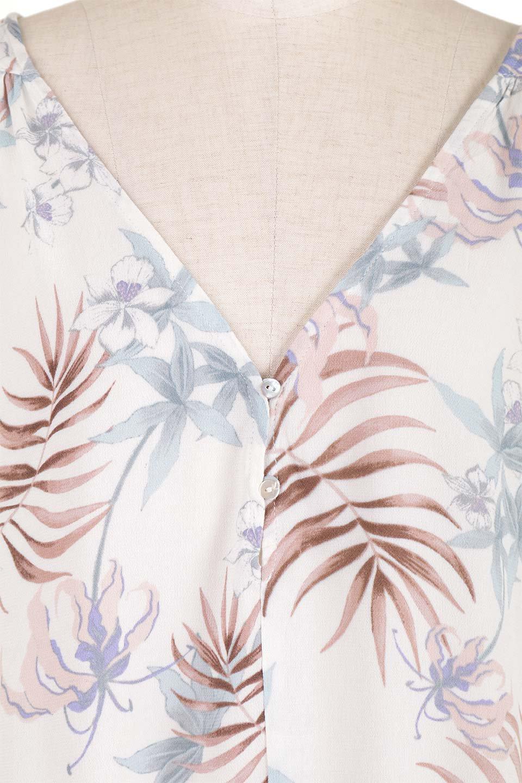 LOVESTITCHのNemaTopボタニカルプリント・ドルマンブラウス/海外ファッションが好きな大人カジュアルのためのLOVESTITCH(ラブステッチ)のトップスやシャツ・ブラウス。優しい配色のボタニカルプリントが涼しげなドルマンスリーブの半袖ブラウス。とにかく重宝するラブステッチのブラウス。/main-17
