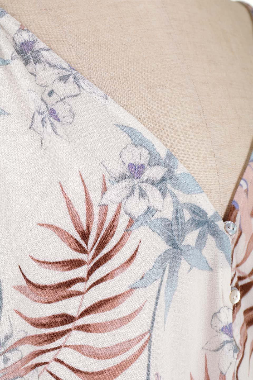 LOVESTITCHのNemaTopボタニカルプリント・ドルマンブラウス/海外ファッションが好きな大人カジュアルのためのLOVESTITCH(ラブステッチ)のトップスやシャツ・ブラウス。優しい配色のボタニカルプリントが涼しげなドルマンスリーブの半袖ブラウス。とにかく重宝するラブステッチのブラウス。/main-18