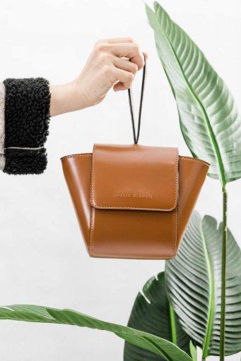 海外ファッションや大人カジュアルのためのインポートバッグ、かばんmelie bianco(メリービアンコ)のAdele (Saddle)