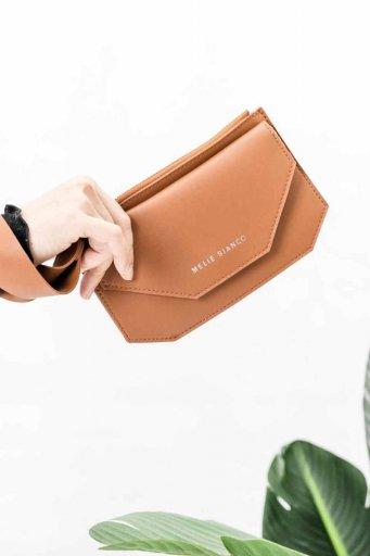 海外ファッションや大人カジュアルのためのインポートバッグ、かばんmelie bianco(メリービアンコ)のLottie (Saddle)