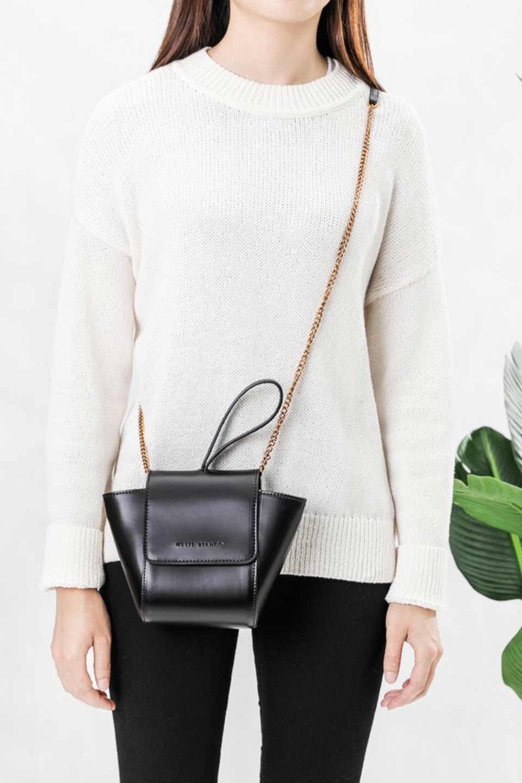 meliebiancoのAdele(Black)/海外ファッション好きにオススメのインポートバッグとかばん、MelieBianco(メリービアンコ)のバッグやショルダーバッグ。小ぶりで可愛らしいミニショルダーバッグ。半艶加工のセミグロス・ビーガンレザーを使用し、なめらかな質感が高級感を醸し出します。/main-7