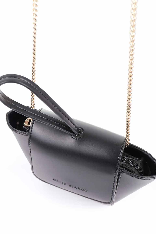 meliebiancoのAdele(Black)/海外ファッション好きにオススメのインポートバッグとかばん、MelieBianco(メリービアンコ)のバッグやショルダーバッグ。小ぶりで可愛らしいミニショルダーバッグ。半艶加工のセミグロス・ビーガンレザーを使用し、なめらかな質感が高級感を醸し出します。/main-18