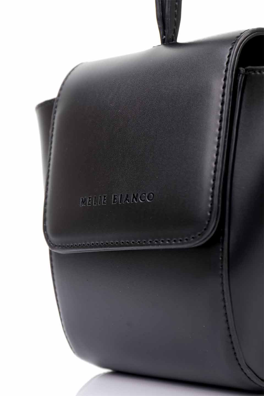 meliebiancoのAdele(Black)/海外ファッション好きにオススメのインポートバッグとかばん、MelieBianco(メリービアンコ)のバッグやショルダーバッグ。小ぶりで可愛らしいミニショルダーバッグ。半艶加工のセミグロス・ビーガンレザーを使用し、なめらかな質感が高級感を醸し出します。/main-9