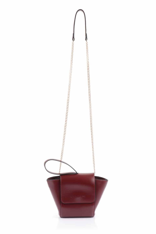 meliebiancoのAdele(Burgundy)/海外ファッション好きにオススメのインポートバッグとかばん、MelieBianco(メリービアンコ)のバッグやショルダーバッグ。小ぶりで可愛らしいミニショルダーバッグ。半艶加工のセミグロス・ビーガンレザーを使用し、なめらかな質感が高級感を醸し出します。/main-10