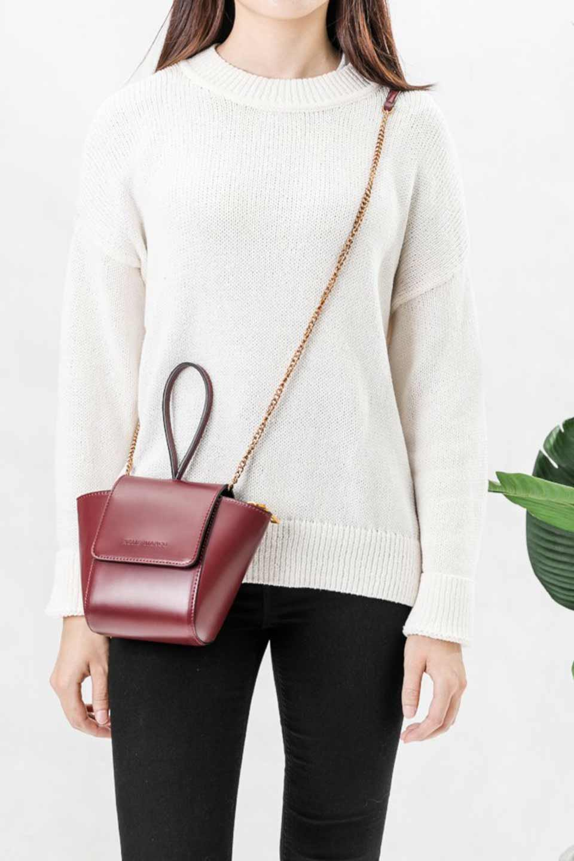 meliebiancoのAdele(Burgundy)/海外ファッション好きにオススメのインポートバッグとかばん、MelieBianco(メリービアンコ)のバッグやショルダーバッグ。小ぶりで可愛らしいミニショルダーバッグ。半艶加工のセミグロス・ビーガンレザーを使用し、なめらかな質感が高級感を醸し出します。/main-7