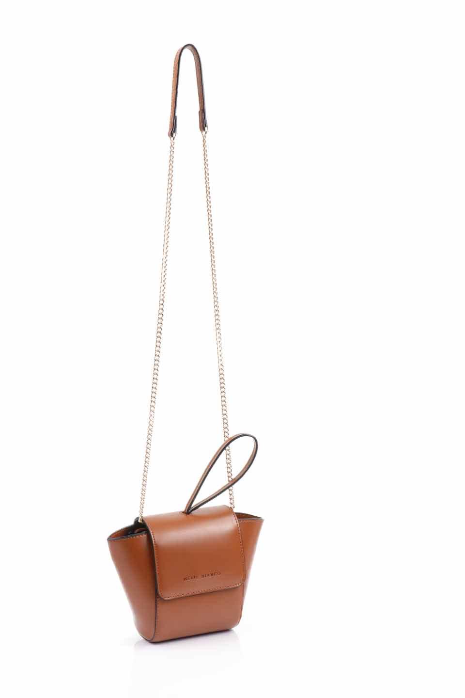 meliebiancoのAdele(Saddle)/海外ファッション好きにオススメのインポートバッグとかばん、MelieBianco(メリービアンコ)のバッグやショルダーバッグ。小ぶりで可愛らしいミニショルダーバッグ。半艶加工のセミグロス・ビーガンレザーを使用し、なめらかな質感が高級感を醸し出します。/main-10