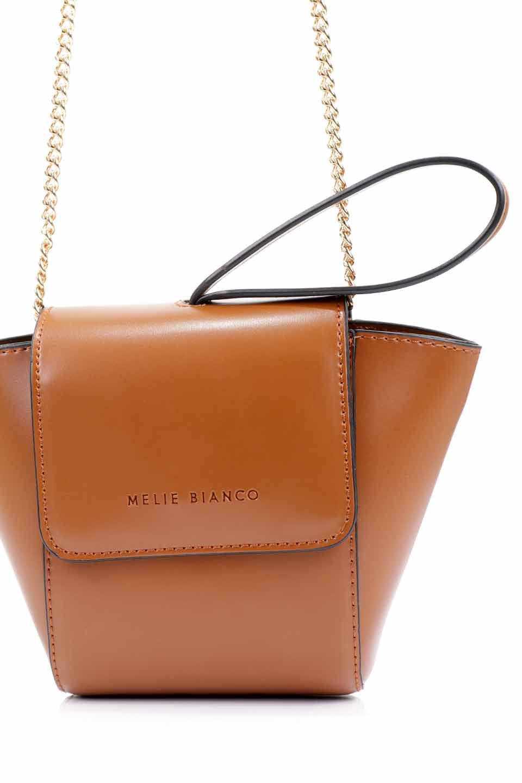 meliebiancoのAdele(Saddle)/海外ファッション好きにオススメのインポートバッグとかばん、MelieBianco(メリービアンコ)のバッグやショルダーバッグ。小ぶりで可愛らしいミニショルダーバッグ。半艶加工のセミグロス・ビーガンレザーを使用し、なめらかな質感が高級感を醸し出します。/main-13