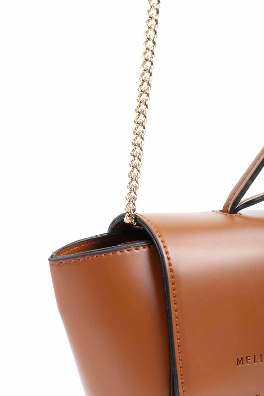 meliebiancoのAdele(Saddle)/海外ファッション好きにオススメのインポートバッグとかばん、MelieBianco(メリービアンコ)のバッグやショルダーバッグ。小ぶりで可愛らしいミニショルダーバッグ。半艶加工のセミグロス・ビーガンレザーを使用し、なめらかな質感が高級感を醸し出します。/main-14