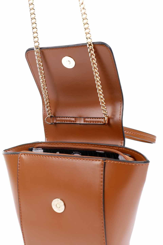 meliebiancoのAdele(Saddle)/海外ファッション好きにオススメのインポートバッグとかばん、MelieBianco(メリービアンコ)のバッグやショルダーバッグ。小ぶりで可愛らしいミニショルダーバッグ。半艶加工のセミグロス・ビーガンレザーを使用し、なめらかな質感が高級感を醸し出します。/main-18