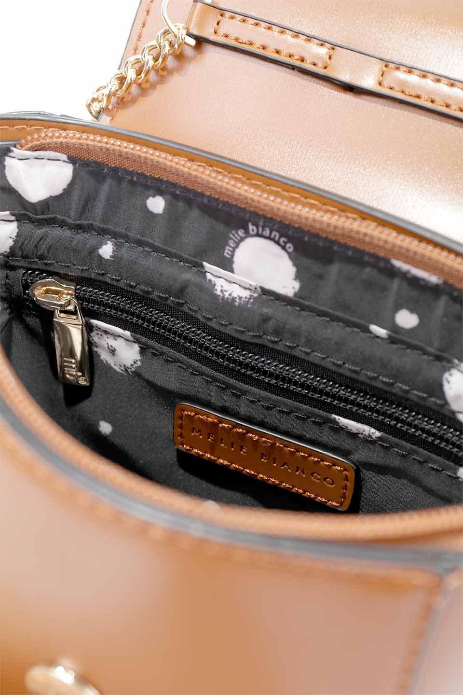 meliebiancoのAdele(Saddle)/海外ファッション好きにオススメのインポートバッグとかばん、MelieBianco(メリービアンコ)のバッグやショルダーバッグ。小ぶりで可愛らしいミニショルダーバッグ。半艶加工のセミグロス・ビーガンレザーを使用し、なめらかな質感が高級感を醸し出します。/main-19
