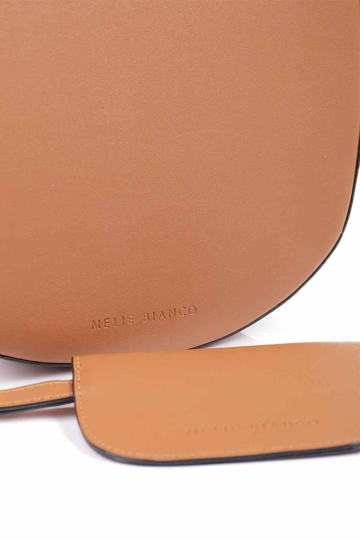 meliebiancoのPiper(Saddle)/海外ファッション好きにオススメのインポートバッグとかばん、MelieBianco(メリービアンコ)のバッグやショルダーバッグ。メリービアンコの中でも根強い人気のラウンドタイプのショルダーバッグ。芯入りのなので型くずれしにくく、綺麗なアーチを保ちます。/main-13