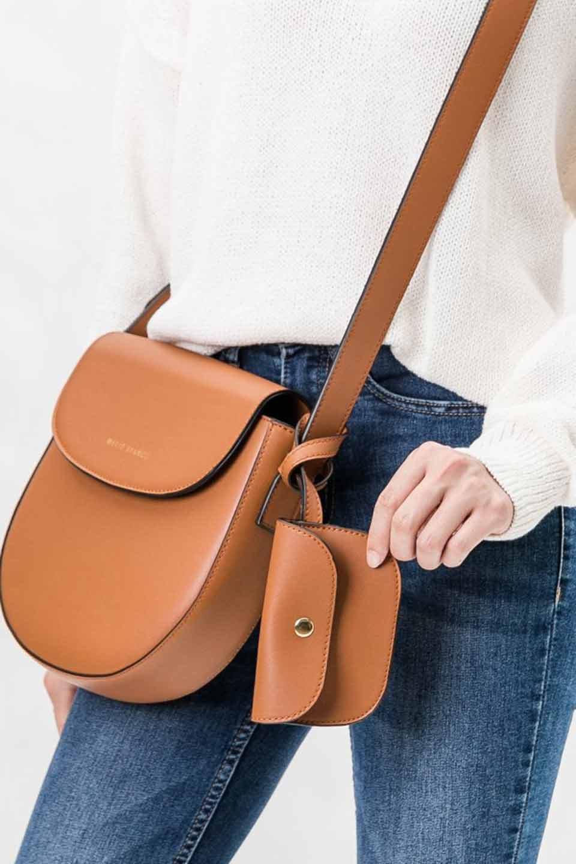 meliebiancoのPiper(Saddle)/海外ファッション好きにオススメのインポートバッグとかばん、MelieBianco(メリービアンコ)のバッグやショルダーバッグ。メリービアンコの中でも根強い人気のラウンドタイプのショルダーバッグ。芯入りのなので型くずれしにくく、綺麗なアーチを保ちます。/main-5