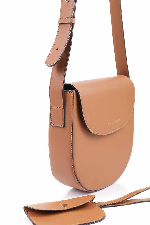 meliebiancoのPiper(Saddle)/海外ファッション好きにオススメのインポートバッグとかばん、MelieBianco(メリービアンコ)のバッグやショルダーバッグ。メリービアンコの中でも根強い人気のラウンドタイプのショルダーバッグ。芯入りのなので型くずれしにくく、綺麗なアーチを保ちます。/main-8