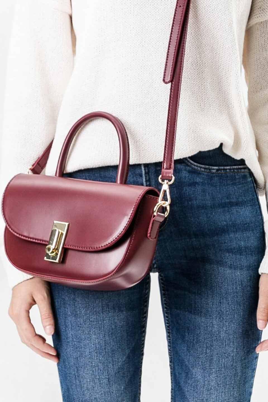 meliebiancoのAlba(Burgundy)/海外ファッション好きにオススメのインポートバッグとかばん、MelieBianco(メリービアンコ)のバッグやショルダーバッグ。高級感のあるセミグロスのビーガンレザーを使用した2Wayハンドバッグ。しっとりとしたツヤ感がとても素敵なバッグです。/main-5