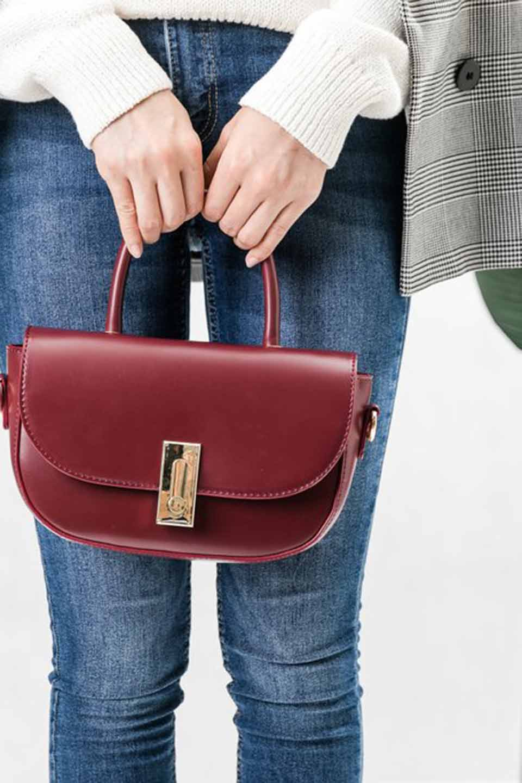 meliebiancoのAlba(Burgundy)/海外ファッション好きにオススメのインポートバッグとかばん、MelieBianco(メリービアンコ)のバッグやショルダーバッグ。高級感のあるセミグロスのビーガンレザーを使用した2Wayハンドバッグ。しっとりとしたツヤ感がとても素敵なバッグです。/main-6