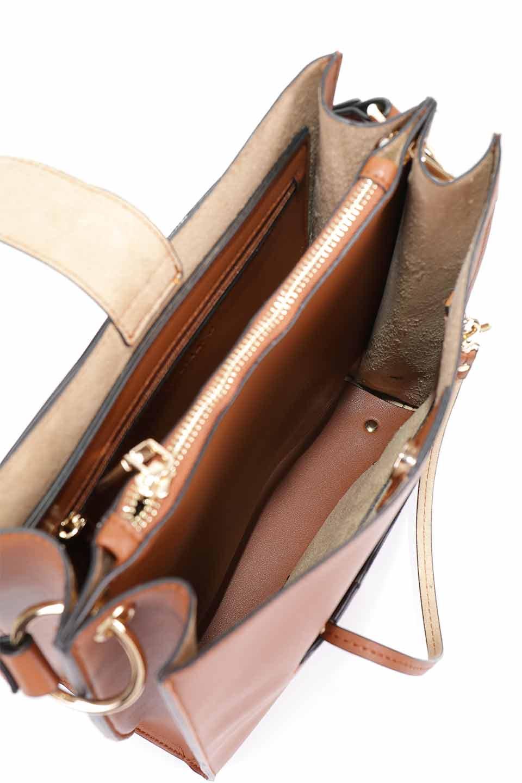 meliebiancoのAlice(Saddle)/海外ファッション好きにオススメのインポートバッグとかばん、MelieBianco(メリービアンコ)のバッグやハンドバッグ。スクエアシルエットがシャープな印象のショルダーバッグ。ファスナー付きの中央ポケットは荷室を分ける簡易仕切りになっています。/main-12