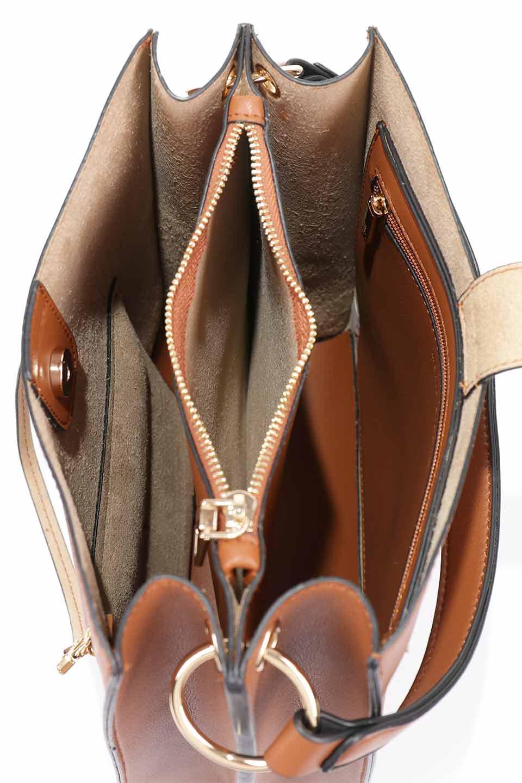 meliebiancoのAlice(Saddle)/海外ファッション好きにオススメのインポートバッグとかばん、MelieBianco(メリービアンコ)のバッグやハンドバッグ。スクエアシルエットがシャープな印象のショルダーバッグ。ファスナー付きの中央ポケットは荷室を分ける簡易仕切りになっています。/main-13
