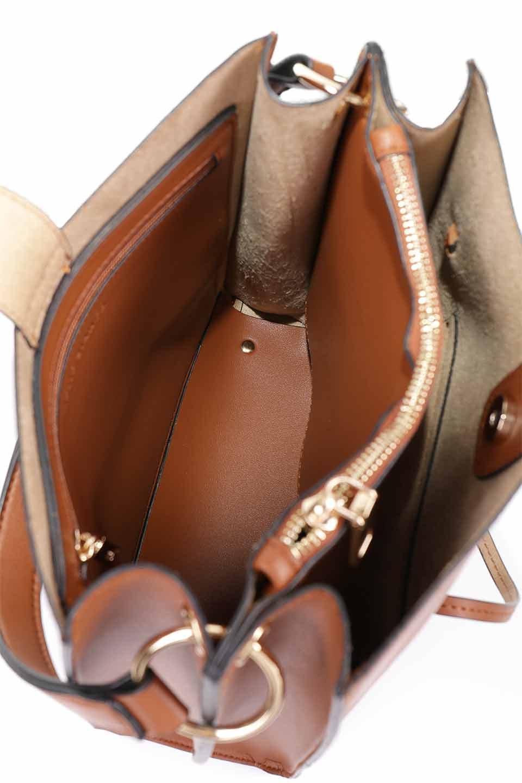 meliebiancoのAlice(Saddle)/海外ファッション好きにオススメのインポートバッグとかばん、MelieBianco(メリービアンコ)のバッグやハンドバッグ。スクエアシルエットがシャープな印象のショルダーバッグ。ファスナー付きの中央ポケットは荷室を分ける簡易仕切りになっています。/main-14