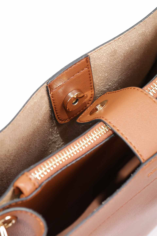 meliebiancoのAlice(Saddle)/海外ファッション好きにオススメのインポートバッグとかばん、MelieBianco(メリービアンコ)のバッグやハンドバッグ。スクエアシルエットがシャープな印象のショルダーバッグ。ファスナー付きの中央ポケットは荷室を分ける簡易仕切りになっています。/main-15