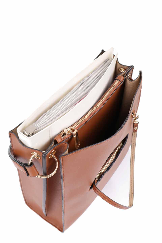 meliebiancoのAlice(Saddle)/海外ファッション好きにオススメのインポートバッグとかばん、MelieBianco(メリービアンコ)のバッグやハンドバッグ。スクエアシルエットがシャープな印象のショルダーバッグ。ファスナー付きの中央ポケットは荷室を分ける簡易仕切りになっています。/main-17