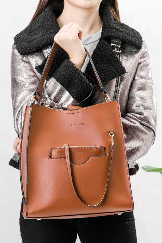 meliebiancoのAlice(Saddle)/海外ファッション好きにオススメのインポートバッグとかばん、MelieBianco(メリービアンコ)のバッグやハンドバッグ。スクエアシルエットがシャープな印象のショルダーバッグ。ファスナー付きの中央ポケットは荷室を分ける簡易仕切りになっています。/main-20