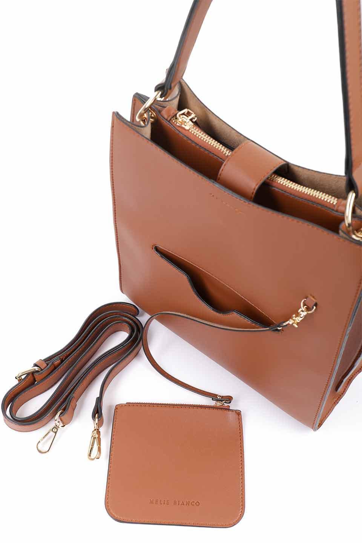 meliebiancoのAlice(Saddle)/海外ファッション好きにオススメのインポートバッグとかばん、MelieBianco(メリービアンコ)のバッグやハンドバッグ。スクエアシルエットがシャープな印象のショルダーバッグ。ファスナー付きの中央ポケットは荷室を分ける簡易仕切りになっています。/main-5