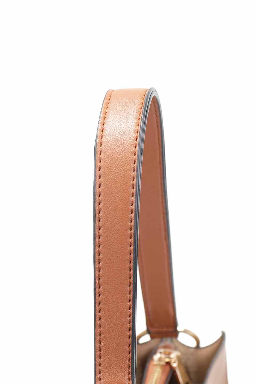 meliebiancoのAlice(Saddle)/海外ファッション好きにオススメのインポートバッグとかばん、MelieBianco(メリービアンコ)のバッグやハンドバッグ。スクエアシルエットがシャープな印象のショルダーバッグ。ファスナー付きの中央ポケットは荷室を分ける簡易仕切りになっています。/main-7