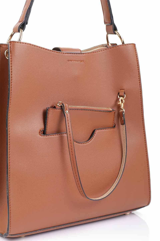 meliebiancoのAlice(Saddle)/海外ファッション好きにオススメのインポートバッグとかばん、MelieBianco(メリービアンコ)のバッグやハンドバッグ。スクエアシルエットがシャープな印象のショルダーバッグ。ファスナー付きの中央ポケットは荷室を分ける簡易仕切りになっています。/main-8