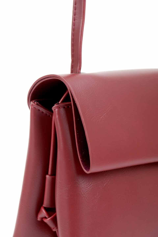 meliebiancoのRiley(Burgundy)/海外ファッション好きにオススメのインポートバッグとかばん、MelieBianco(メリービアンコ)のバッグやハンドバッグ。コンパクトでありながら2つの荷室で使いやすいショルダーバッグ。2重になったフラップのボリュームと、ふっくらしたサイドのデザインが優しい印象のバッグです。/main-10