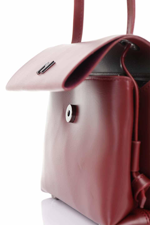 meliebiancoのRiley(Burgundy)/海外ファッション好きにオススメのインポートバッグとかばん、MelieBianco(メリービアンコ)のバッグやハンドバッグ。コンパクトでありながら2つの荷室で使いやすいショルダーバッグ。2重になったフラップのボリュームと、ふっくらしたサイドのデザインが優しい印象のバッグです。/main-12
