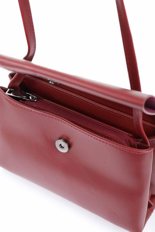 meliebiancoのRiley(Burgundy)/海外ファッション好きにオススメのインポートバッグとかばん、MelieBianco(メリービアンコ)のバッグやハンドバッグ。コンパクトでありながら2つの荷室で使いやすいショルダーバッグ。2重になったフラップのボリュームと、ふっくらしたサイドのデザインが優しい印象のバッグです。/main-13