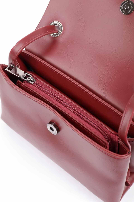 meliebiancoのRiley(Burgundy)/海外ファッション好きにオススメのインポートバッグとかばん、MelieBianco(メリービアンコ)のバッグやハンドバッグ。コンパクトでありながら2つの荷室で使いやすいショルダーバッグ。2重になったフラップのボリュームと、ふっくらしたサイドのデザインが優しい印象のバッグです。/main-14