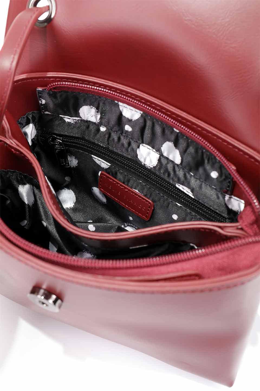 meliebiancoのRiley(Burgundy)/海外ファッション好きにオススメのインポートバッグとかばん、MelieBianco(メリービアンコ)のバッグやハンドバッグ。コンパクトでありながら2つの荷室で使いやすいショルダーバッグ。2重になったフラップのボリュームと、ふっくらしたサイドのデザインが優しい印象のバッグです。/main-16