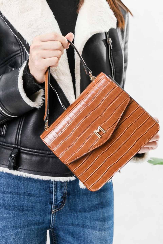 meliebiancoのLena(Saddle)/海外ファッション好きにオススメのインポートバッグとかばん、MelieBianco(メリービアンコ)のバッグやハンドバッグ。クロコダイルの型押しで高級感があるミニハンドバッグ。なめらかな艶感と硬めの質感でまるで本物の様なビーガンレザーを使用しています。/main-6