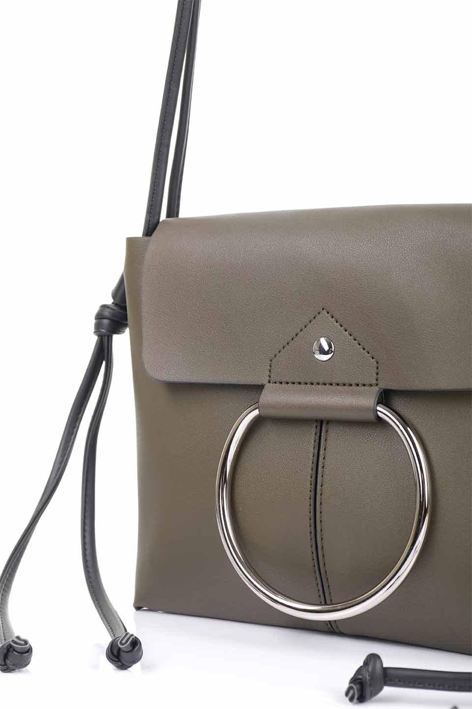meliebiancoのDillen(Olive)/海外ファッション好きにオススメのインポートバッグとかばん、MelieBianco(メリービアンコ)のバッグやショルダーバッグ。落ち着いた雰囲気のカジュアルコーデにぴったりなショルダーバッグ。ゴールドのリングが大人っぽいアクセントのお手頃サイズのバッグです。/main-10