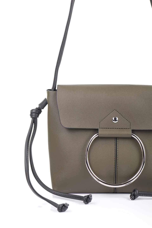 meliebiancoのDillen(Olive)/海外ファッション好きにオススメのインポートバッグとかばん、MelieBianco(メリービアンコ)のバッグやショルダーバッグ。落ち着いた雰囲気のカジュアルコーデにぴったりなショルダーバッグ。ゴールドのリングが大人っぽいアクセントのお手頃サイズのバッグです。/main-11