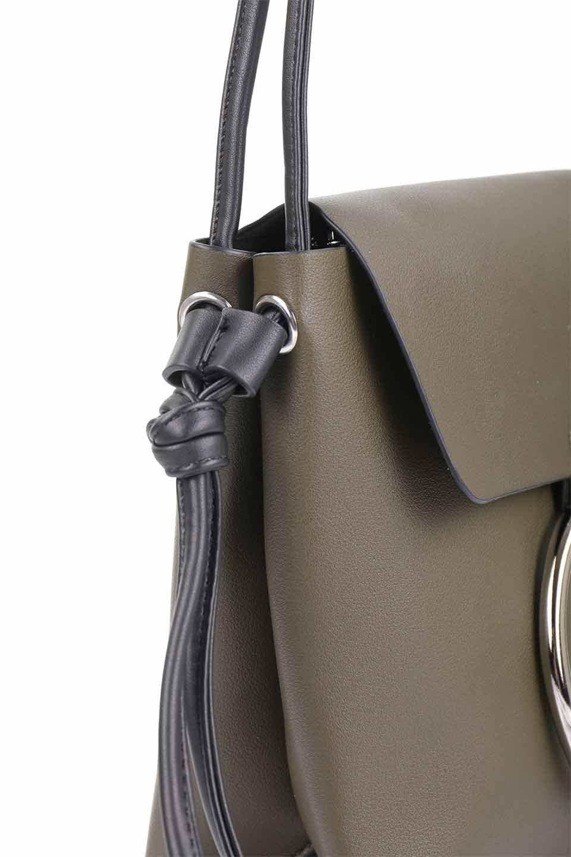 meliebiancoのDillen(Olive)/海外ファッション好きにオススメのインポートバッグとかばん、MelieBianco(メリービアンコ)のバッグやショルダーバッグ。落ち着いた雰囲気のカジュアルコーデにぴったりなショルダーバッグ。ゴールドのリングが大人っぽいアクセントのお手頃サイズのバッグです。/main-12
