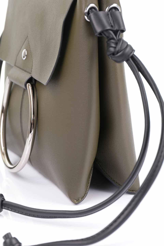 meliebiancoのDillen(Olive)/海外ファッション好きにオススメのインポートバッグとかばん、MelieBianco(メリービアンコ)のバッグやショルダーバッグ。落ち着いた雰囲気のカジュアルコーデにぴったりなショルダーバッグ。ゴールドのリングが大人っぽいアクセントのお手頃サイズのバッグです。/main-13