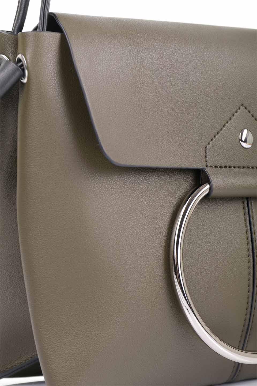 meliebiancoのDillen(Olive)/海外ファッション好きにオススメのインポートバッグとかばん、MelieBianco(メリービアンコ)のバッグやショルダーバッグ。落ち着いた雰囲気のカジュアルコーデにぴったりなショルダーバッグ。ゴールドのリングが大人っぽいアクセントのお手頃サイズのバッグです。/main-14