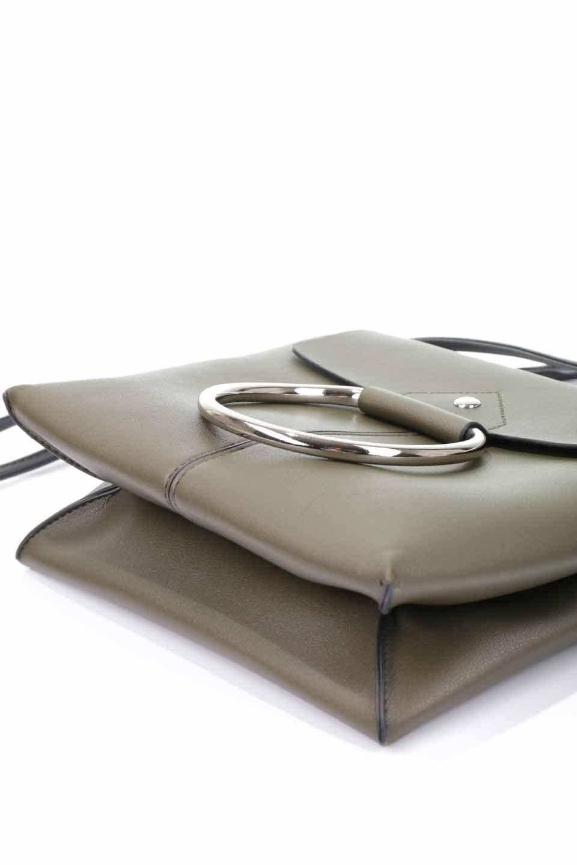 meliebiancoのDillen(Olive)/海外ファッション好きにオススメのインポートバッグとかばん、MelieBianco(メリービアンコ)のバッグやショルダーバッグ。落ち着いた雰囲気のカジュアルコーデにぴったりなショルダーバッグ。ゴールドのリングが大人っぽいアクセントのお手頃サイズのバッグです。/main-16