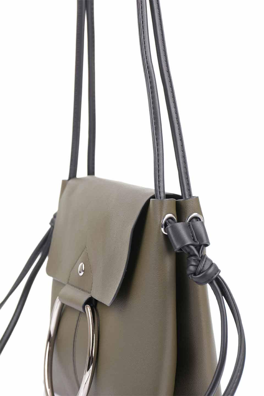 meliebiancoのDillen(Olive)/海外ファッション好きにオススメのインポートバッグとかばん、MelieBianco(メリービアンコ)のバッグやショルダーバッグ。落ち着いた雰囲気のカジュアルコーデにぴったりなショルダーバッグ。ゴールドのリングが大人っぽいアクセントのお手頃サイズのバッグです。/main-8