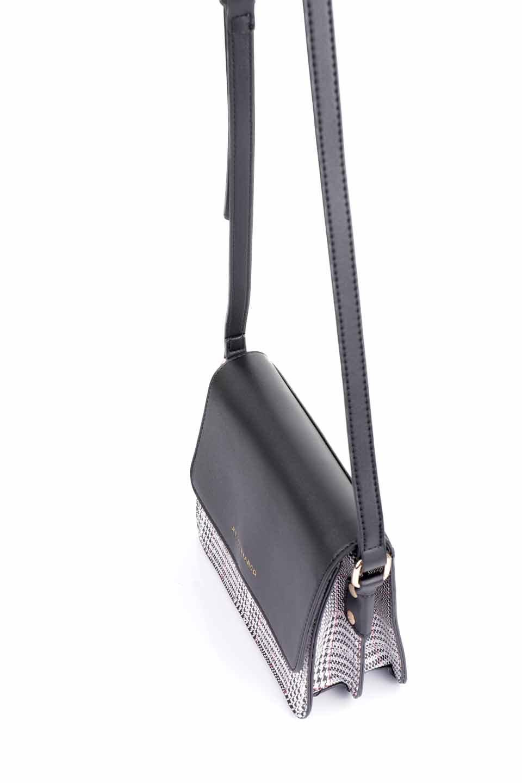 meliebiancoのDesi(Black)/海外ファッション好きにオススメのインポートバッグとかばん、MelieBianco(メリービアンコ)のバッグやショルダーバッグ。人気のチェック柄をあしらったコンパクトサイズのショルダーバッグ。レザー部分とチェックのカラーを合わせているのも心憎いポイント。/main-11