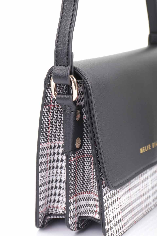 meliebiancoのDesi(Black)/海外ファッション好きにオススメのインポートバッグとかばん、MelieBianco(メリービアンコ)のバッグやショルダーバッグ。人気のチェック柄をあしらったコンパクトサイズのショルダーバッグ。レザー部分とチェックのカラーを合わせているのも心憎いポイント。/main-13