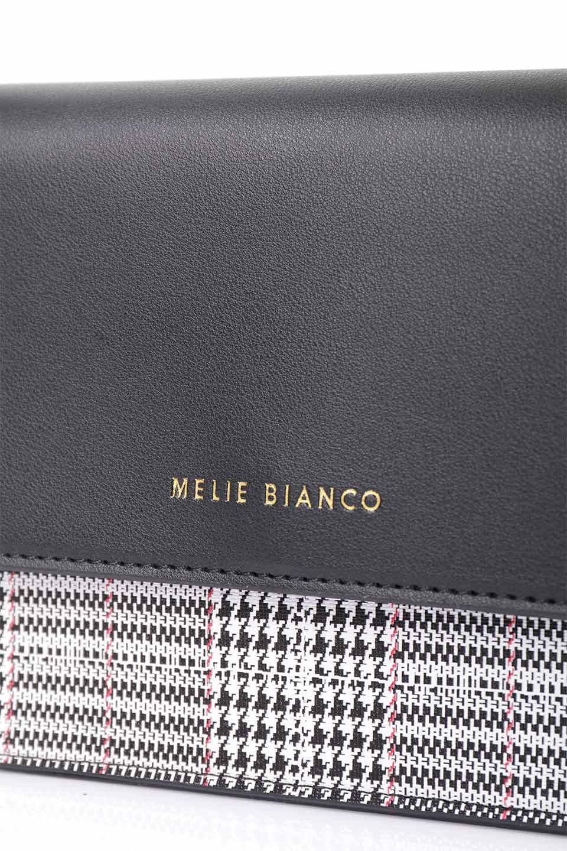 meliebiancoのDesi(Black)/海外ファッション好きにオススメのインポートバッグとかばん、MelieBianco(メリービアンコ)のバッグやショルダーバッグ。人気のチェック柄をあしらったコンパクトサイズのショルダーバッグ。レザー部分とチェックのカラーを合わせているのも心憎いポイント。/main-14