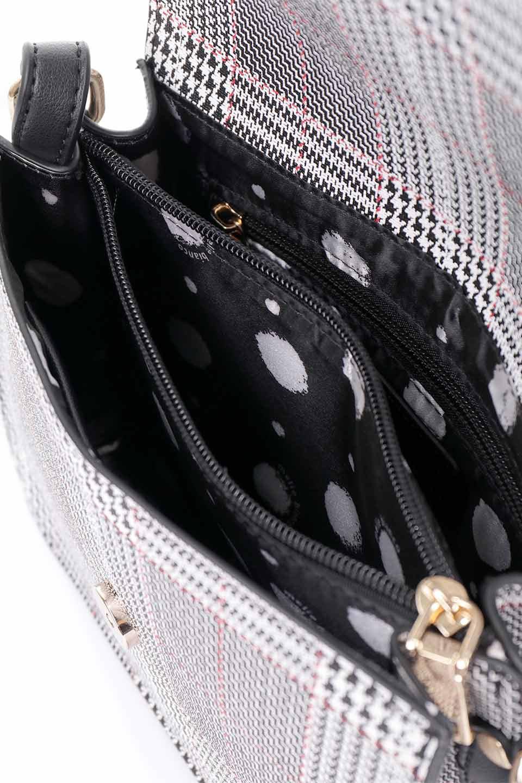 meliebiancoのDesi(Black)/海外ファッション好きにオススメのインポートバッグとかばん、MelieBianco(メリービアンコ)のバッグやショルダーバッグ。人気のチェック柄をあしらったコンパクトサイズのショルダーバッグ。レザー部分とチェックのカラーを合わせているのも心憎いポイント。/main-17